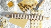 Mattarello per ravioli in faggio diametro cm 5 - Lunghezza cm 50 - 44 ravioli mm 40x30 Eppicotispai